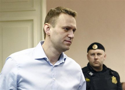 Russian opposition leader and anti-corruption blogger Alexei Navalny arrives for a court hearing in Kirov April 24, 2013. REUTERS/Sergei Kar