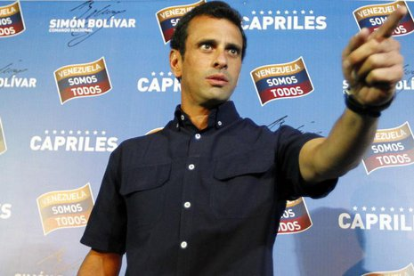 Venezuela's opposition leader Henrique Capriles gestures as he arrives at a news conference in Caracas April 18, 2013. REUTERS/Carlos Garcia