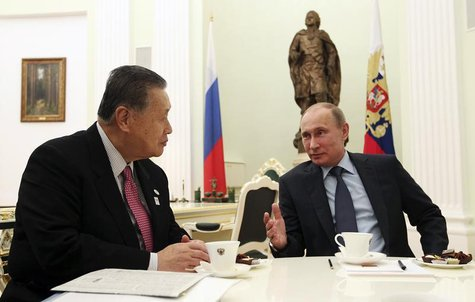 Russian President Vladimir Putin (R) meets with Yoshiro Mori, former Japanese prime minister and Special Envoy of current Prime Minister Shi