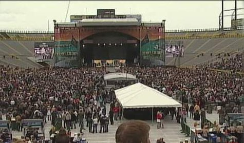 Kenny Chesney concert (Photo courtesy of Fox 11 WLUK-TV)