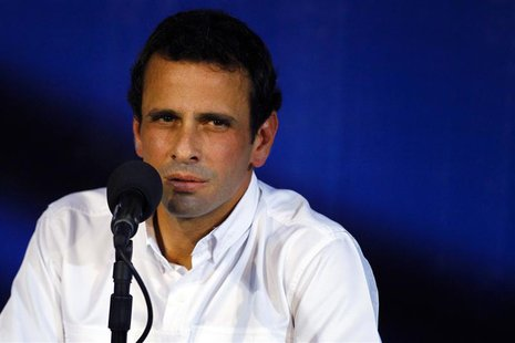 Venezuela's opposition leader Henrique Capriles pauses as he speaks to the media during a news conference in Caracas April 24, 2013. Venezue