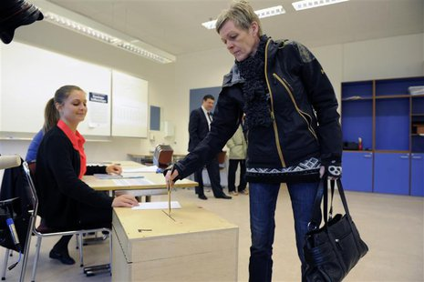 A woman casts her vote during Iceland's general elections in Reykjavik April 27, 2013. Icelanders fed up with years of belt-tightening looke