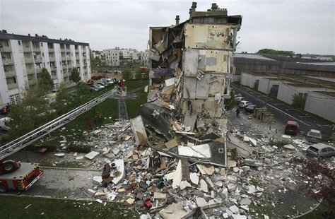 Rescue forces surround the rubble of a collapsed residential building in Reims, April 28, 2013. REUTERS/Stringer