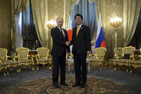 Russia's President Vladimir Putin (L) shakes hands with Japan's Prime Minister Shinzo Abe during a meeting at the Kremlin in Moscow April 29
