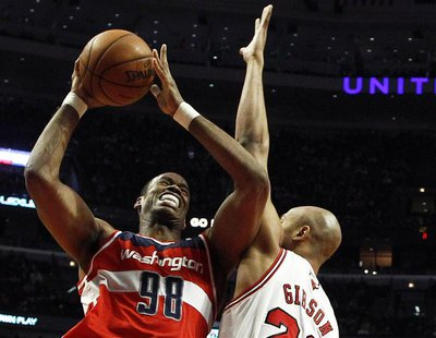 Washington Wizards' Jason Collins (L) goes to the basket against Chicago Bulls' Taj Gibson during the first half of their NBA basketball gam