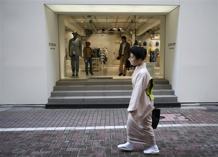 A kimono-clad woman walks in front of a luxury brand store at Tokyo's Ginza shopping district April 11, 2013. REUTERS/Issei Kato