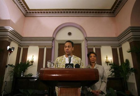 U.S. Congressman Mel Watt talks to the media next to U.S Congresswoman Barbara Lee during a news conference in Havana April 6, 2009. REUTERS