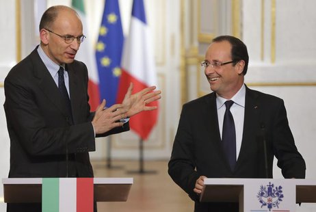 French President Francois Hollande (R) and new Italian Prime Minister Enrico Letta attend a joint news conference at the Elysee Palace in Pa