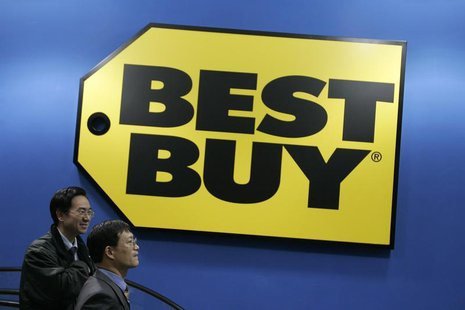 Customers walk past a Best Buy logo on the opening day of China's first Best Buy outlet in Shanghai December 28, 2006. REUTERS/Aly Song