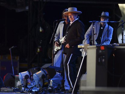 U.S. musician Bob Dylan (C) performs on the second day of the Hop Farm Music Festival in Paddock Wood, Kent June 30, 2012. REUTERS/ Ki Price