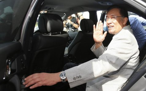 Malaysia's opposition leader Anwar Ibrahim gestures to his supporters as he leaves his office in Kuala Lumpur April 4, 2013. REUTERS/Bazuki