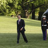 U.S. President Barack Obama smiles as he walks on the South Lawn of the White House upon his return to Washington from Costa Rica May 4, 201