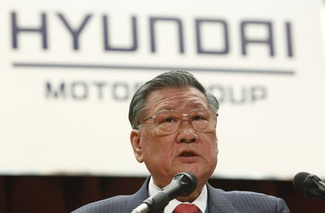 Hyundai Motor Chairman Chung Mong-koo attends the company's opening ceremony for the year in Seoul January 2, 2012. REUTERS/Kim Hong-Ji