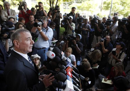 Lawyer Howard Weitzman speaks to the media outside of Superior Court in Los Angeles July 6, 2009. REUTERS/Eric Thayer