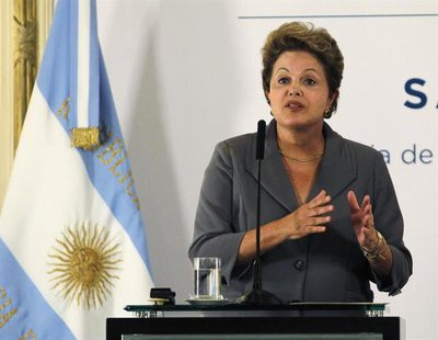 Brazil's President Dilma Rousseff gives a joint statement with her Argentine counterpart Cristina Fernandez de Kirchner (not pictured) at th