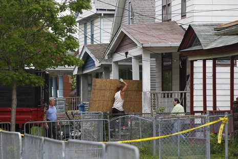 Workers unload materials at Ariel Castro's home in Cleveland, Ohio, May 10, 2013. REUTERS/Matt Sullivan