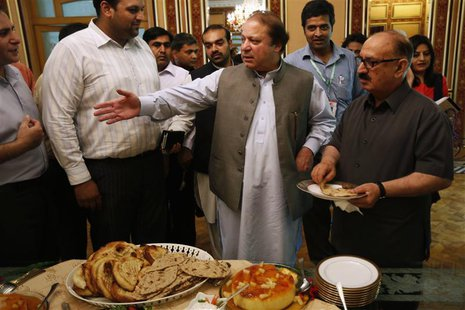 Nawaz Sharif (C), the leader of Pakistan Muslim League - Nawaz (PML-N), invites foreign reporters for a lunch at his residence in Lahore May
