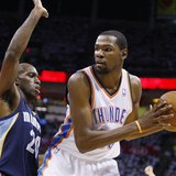 Oklahoma City Thunder forward Kevin Durant (R) is guarded by Memphis Grizzlies forward Quincy Pondexter (L) in the first half of Game 5 of t