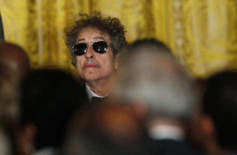 Musician Bob Dylan (C) waits prior to receiving a Presidential Medal of Freedom in the East Room of the White House in Washington, May 29, 2