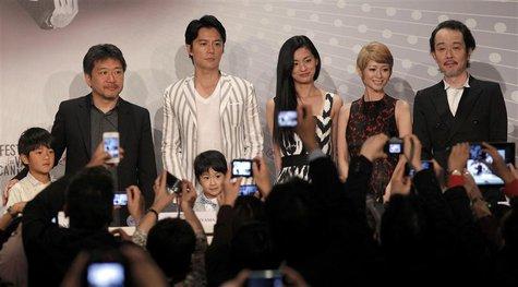 (L-R) Cast member Shogen Hwang, director Hirokazu Kore-eda, cast members Masaharu Fukuyama, Keita Ninomiya, Machiko Ono, Yoko Maki and Lily