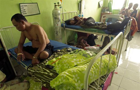 Patients rest in a hospital in Makassar, South Sulawesi province May 10, 2013. REUTERS/Yusuf Ahmad