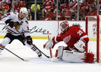 Detroit Red Wings goalie Jimmy Howard (35) makes a save on Chicago Blackhawks center Jonathan Toews (19) in the 2nd period of Game 3 of thei