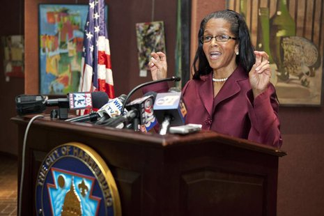 Harrisburg Mayor Linda Thompson speaks during a news conference in Harrisburg, Pennsylvania October 12, 2011. REUTERS/Daniel Shanken