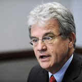 Senator Tom Coburn (R-OK) addresses the Reuters Washington Summit in the Reuters newsroom in Washington, November 9, 2011. REUTERS/Jonathan
