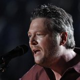 "Blake Shelton performs ""Sure Be Cool If You Did"" at the 48th ACM Awards in Las Vegas, April 7, 2013. REUTERS/Mario Anzuoni"