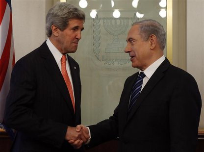 U.S. Secretary of State John Kerry (L) meets with Israeli Prime Minster Benjamin Netanyahu in Jerusalem May 23, 2013. REUTERS/Jim Young