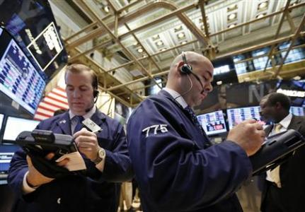 Traders work on the floor at the New York Stock Exchange, May 16, 2013.  REUTERS/Brendan McDermid