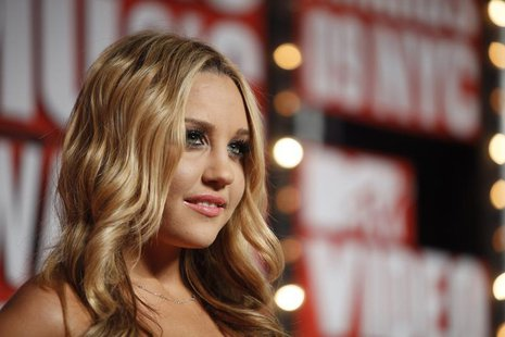 Actress Amanda Bynes arrives at the 2009 MTV Video Music Awards in New York, September 13, 2009. REUTERS/Lucas Jackson