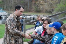 Governor Scott Walker meets with a group of students and Cable area residents at Lakewoods Resort after fishing on Lake Namakagon.