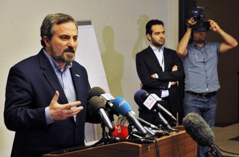 Louay al-Safi, spokesman for the Syrian National Coalition (L), speaks during a news conference in Istanbul May 26, 2013. REUTERS/Akin Celik
