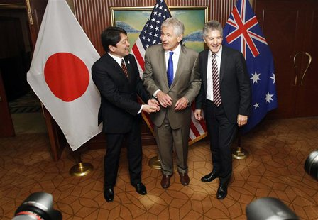U.S. Defense Secretary Chuck Hagel (C), Japan's Defence Minister Itsunori Onodera (L) and Australia's Defence Minister Stephen Smith react a