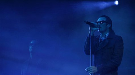 Scott Weiland and Robert DeLeo (L) of the Stone Temple Pilots perform at the Pepsi Music Festival in Buenos Aires, October 15, 2008. REUTERS