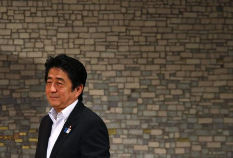 Japan's Prime Minister Shinzo Abe smiles as he arrives at a seminar in Tokyo June 5, 2013. REUTERS/Toru Hanai