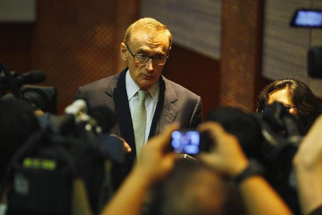 Australia's Foreign Minister Bob Carr talks to reporters after a joint news conference at the Foreign Ministry office in Jakarta April 3, 20