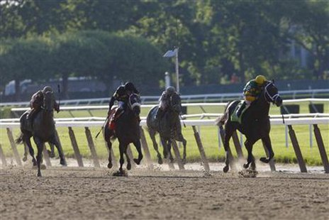 Palace Malice (R), with jockey Mike Smith in the irons, takes the lead to win the 145th running of the Belmont Stakes, the final leg of horse racing's triple crown, at Belmont Park in Elmont, New York, June 8, 2013.  REUTERS/Chip East