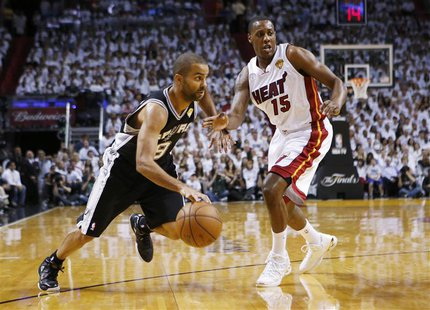 San Antonio Spurs' Tony Parker (L) drives to the net on Miami Heat's Mario Chalmers during the first quarter in Game 2 of their NBA Finals b