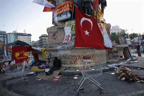 People sleep at Taksim square in central Istanbul June 10, 2013. REUTERS/Murad Sezer
