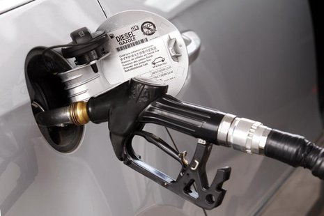 A view shows a petrol nozzle refuelling a car at a petrol station in Viterbo, north of Rome, September 25, 2012. REUTERS/Giampiero Sposito