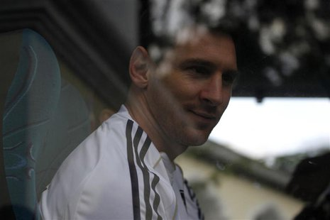 Lionel Messi of Argentina leaves the hotel, where the Argentine national team is staying, in Guatemala City, June 12, 2013. REUTERS/Jorge Da