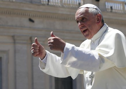 Pope Francis gives the thumbs up during the weekly audience in Saint Peter's Square at the Vatican June 12, 2013. REUTERS/Tony Gentile