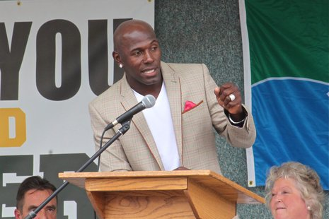 Donald Driver speaks at the unveiling of Donald Driver Way Saturday in Downtown Green Bay (WTAQ News Photo)