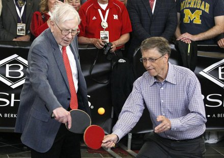 Berkshire Hathaway CEO Warren Buffett (L) plays table tennis with Microsoft Chairman Bill Gates in Omaha May 5, 2013 the day after company's