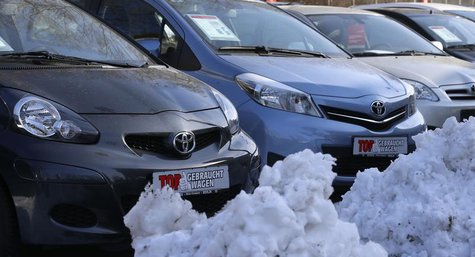 Piles of snow are seen next to parked cars at the yard of a car dealer in Berlin's Weissensee district March 26, 2013. REUTERS/Tobias Schwar