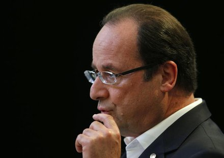 France's President Francois Hollande gives a news conference after the G8 summit in Lough Erne, Northern Ireland June 18, 2013. REUTERS/Andr
