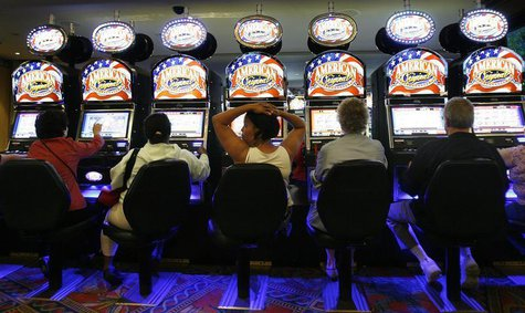 Gamers play the slot machines at the Empire City Casino in Yonkers, New York June 23, 2009. REUTERS/Lucas Jackson