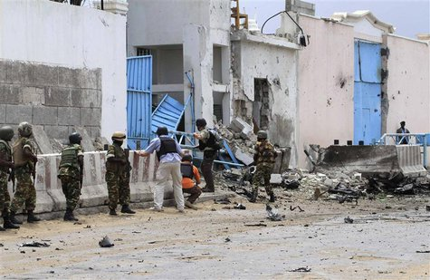 Security agents arrive to secure the United Nations compound following a suicide bomb attack in the capital Mogadishu, June 19, 2013. REUTER
